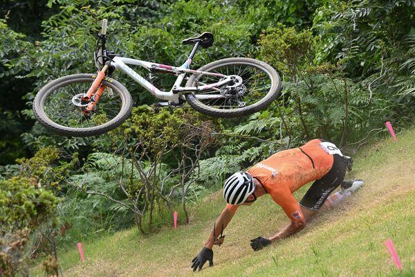 Նիդեռլանդներից Մաթյե Վան դեր Պոելն ընկնում է Տոկիոյի Օլիմպիական խաղերի մրցումների ժամանակ - Sputnik Արմենիա