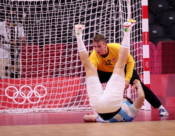 Արգենտինացի մարզիկն ընկնում է Տոկիոյի Օլիմպիական խաղերի մրցումների ժամանակ - Sputnik Արմենիա