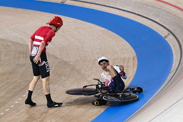 Դանիայի և Մեծ Բրիտանիայի մարզիկները Տոկիոյի Օլիմպիական խաղերում՝ տղամարդկանց թիմային սպրինտում որակավորման մրցումների ժամանակ - Sputnik Արմենիա