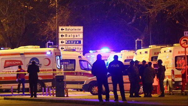 Турецкая полиция и машины скорой помощи на улице Анкары - Sputnik Армения