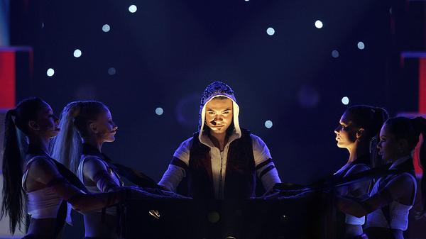 Представитель Армении в полуфинале конкурса Евровидение Андре исполняет свою песню Without your love (18 мая 2006). Афины - Sputnik Արմենիա