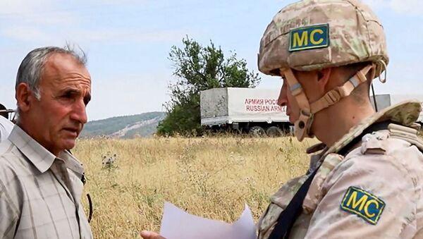 Российские миротворцы обеспечили жителям Аскеранского района Карабаха безопасность при проведении сбора зерновых культур вблизи линии разграничения - Sputnik Արմենիա