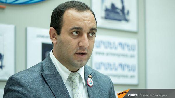 Председатель Национального союза езидов Хдыр Гаджоян во время пресс-конференции (10 августа 2021). Еревaн - Sputnik Արմենիա
