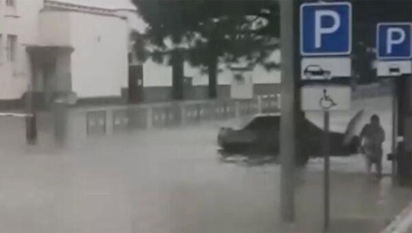 Новороссийск ночью накрыл мощный ливень: улицы и дороги ушли под воду. - Sputnik Армения