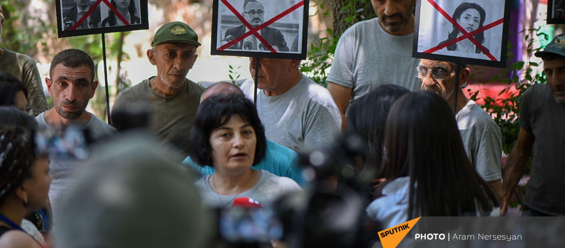 Акция протеста сотрудников Ереванского зоопарка против бывшего директора (11 августа 2021). Еревaн - Sputnik Արմենիա, 1920, 11.08.2021