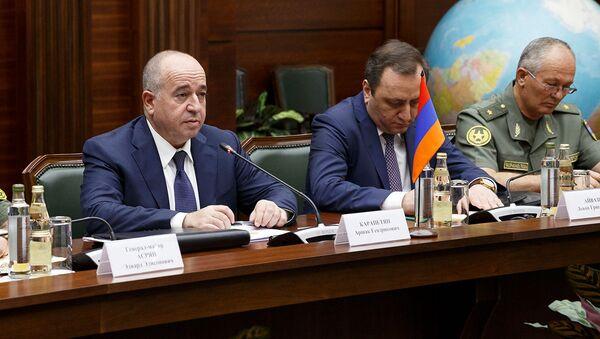 Встреча министров обороны Армении и России Аршака Карапетяна и Сергея Шойгу (11 августа 2021). Москвa - Sputnik Армения