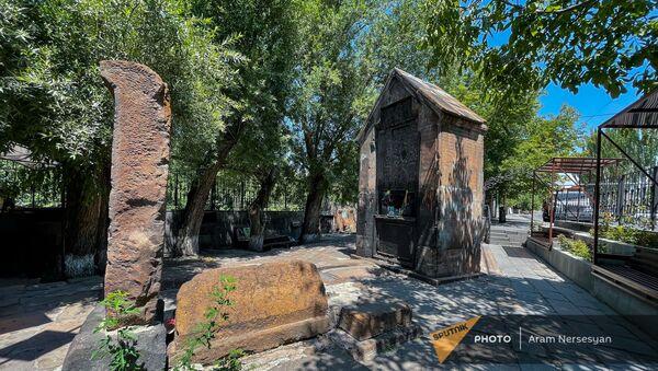Петеванский памятник-хачкар в Канакере - Sputnik Արմենիա