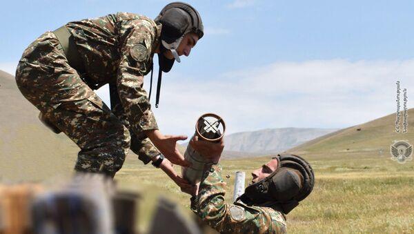 Армянские танкисты во время учебных тренировок - Sputnik Արմենիա