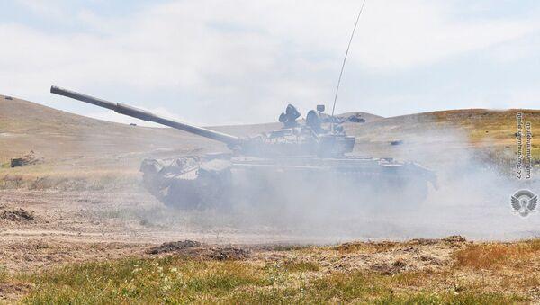 Армянские танкисты во время учебных тренировок - Sputnik Армения