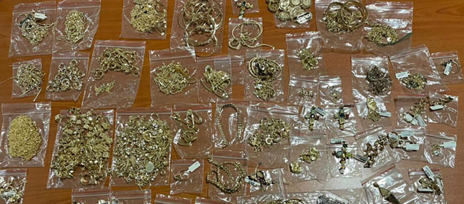 Հայտնաբերվել են մաքսային հսկողությունից թաքված 1571 գրամ ընդհանուր քաշով ոսկյա զարդեր - Sputnik Արմենիա, 1920, 13.08.2021
