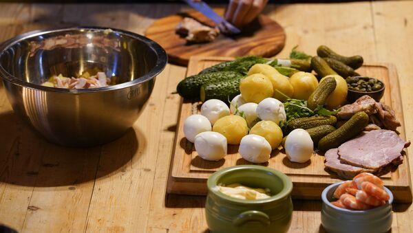 Как готовят салат Оливье - ингредиенты - Sputnik Արմենիա