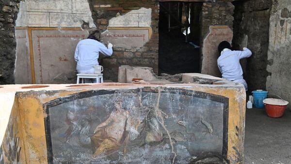 Реставраторы работают в новом районе «Термополий» на археологическом участке Помпеи - Sputnik Армения