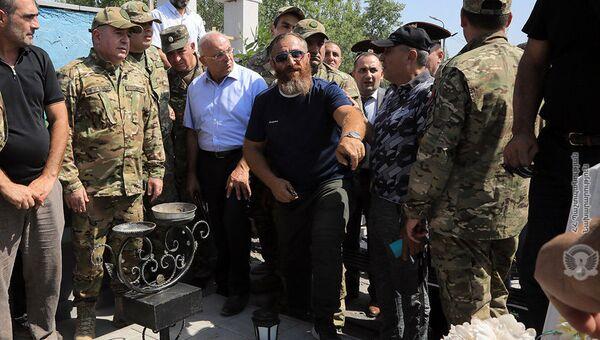 Vинистр обороны Аршак Карапетян посетил военный пантеон «Ераблур» (13 августа 2021). Еревaн - Sputnik Արմենիա