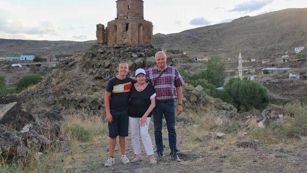 Посол России Сергей Копыркин во время отпуска с семьей путешествует по Армении  - Sputnik Արմենիա