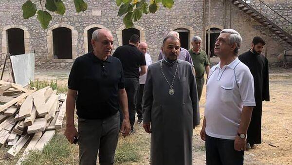 Экс-президен Серж Саргсян во время посещения монастыря Амарас - Sputnik Արմենիա