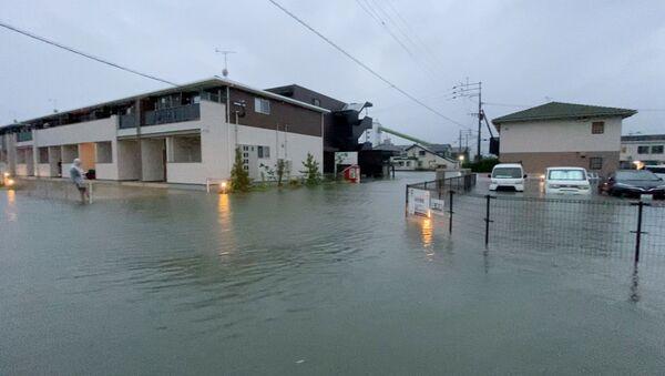 Затопленная улица во время сильного дождя в Куруме, префектура Фукуока (14 августа 2021). Япония - Sputnik Армения