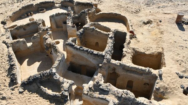 Древнее христианское сооружение, обнаруженное на стоянке Тал Гануб Каср Аль-Аджуз на западе Египта - Sputnik Армения