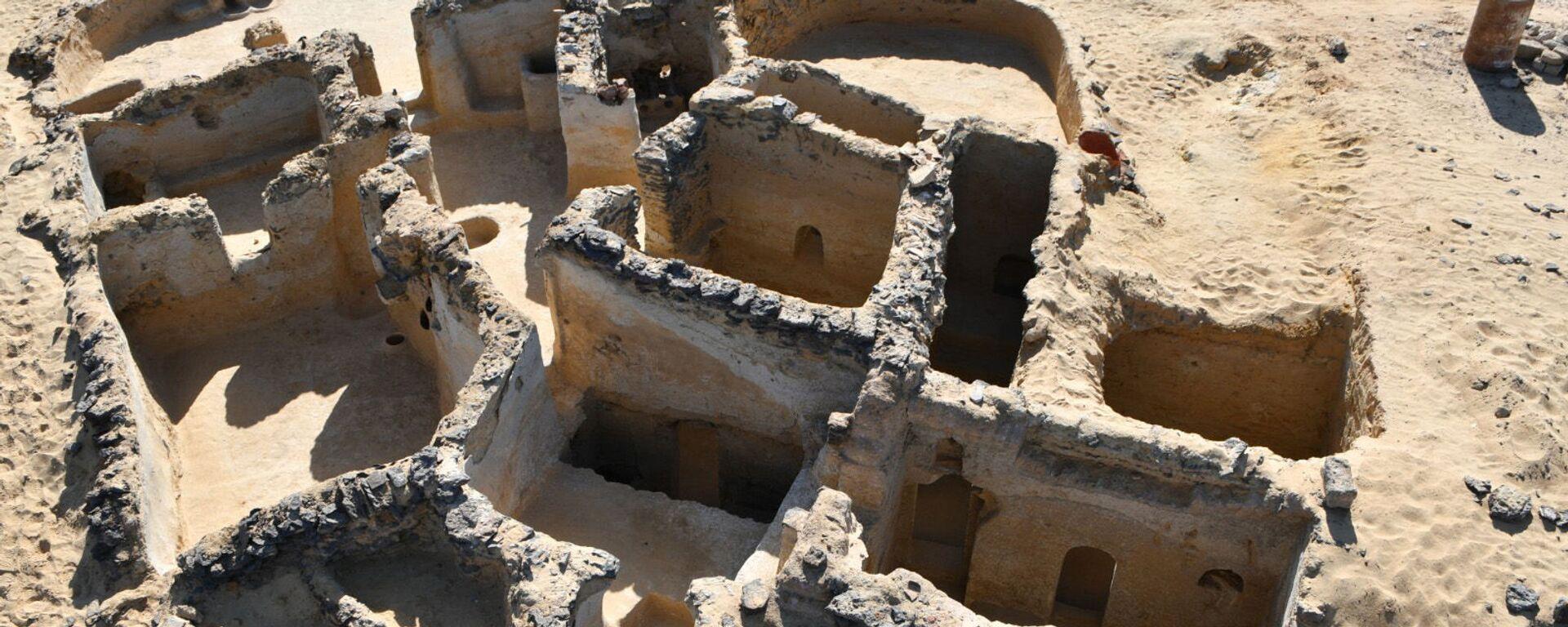 Древнее христианское сооружение, обнаруженное на стоянке Тал Гануб Каср Аль-Аджуз на западе Египта - Sputnik Армения, 1920, 18.09.2021