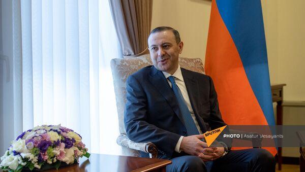 Встреча и.о. министра иностранных дел Армении Армена Григоряна с уругвайским коллегой Франсиско Бустильо (16 августа 2021). Еревaн - Sputnik Армения