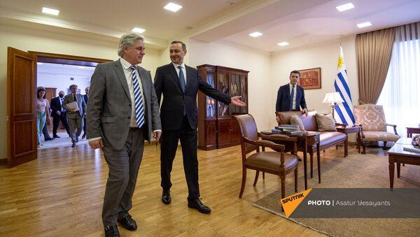 Встреча и.о. министра иностранных дел Армении Армена Григоряна с уругвайским коллегой Франсиско Бустильо (16 августа 2021). Еревaн - Sputnik Արմենիա