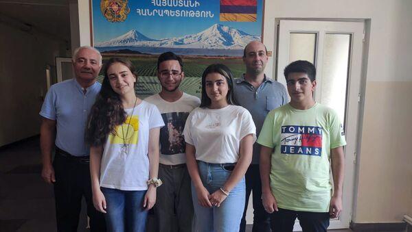 Получившие бронзовые медали на XVII международной олимпиаде по географии армянские школьники - Sputnik Արմենիա