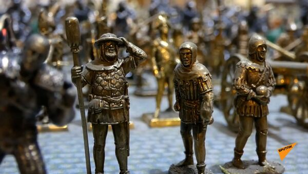 В тбилисской галерее представлены тысячи металлических фигурок от Наполеона до Дракулы. - Sputnik Армения