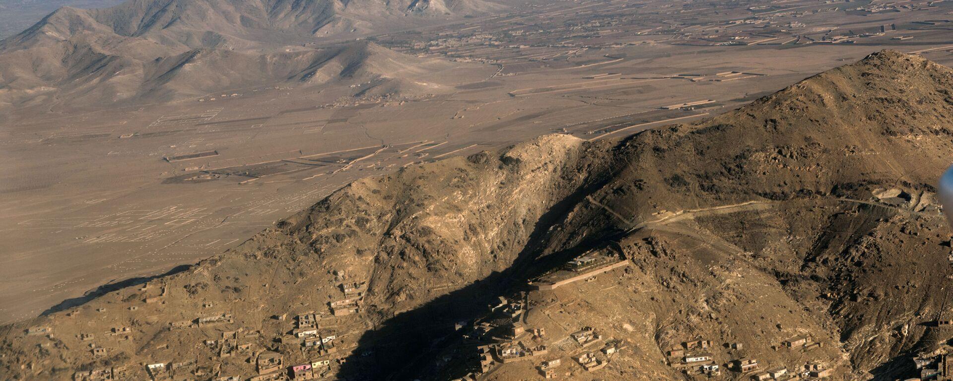 Вид на город Кабул с борта самолета. - Sputnik Армения, 1920, 24.08.2021