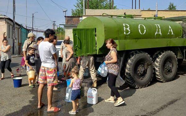 Российские миротворцы помогают жителям Карабаха с питьевой водой - Sputnik Армения