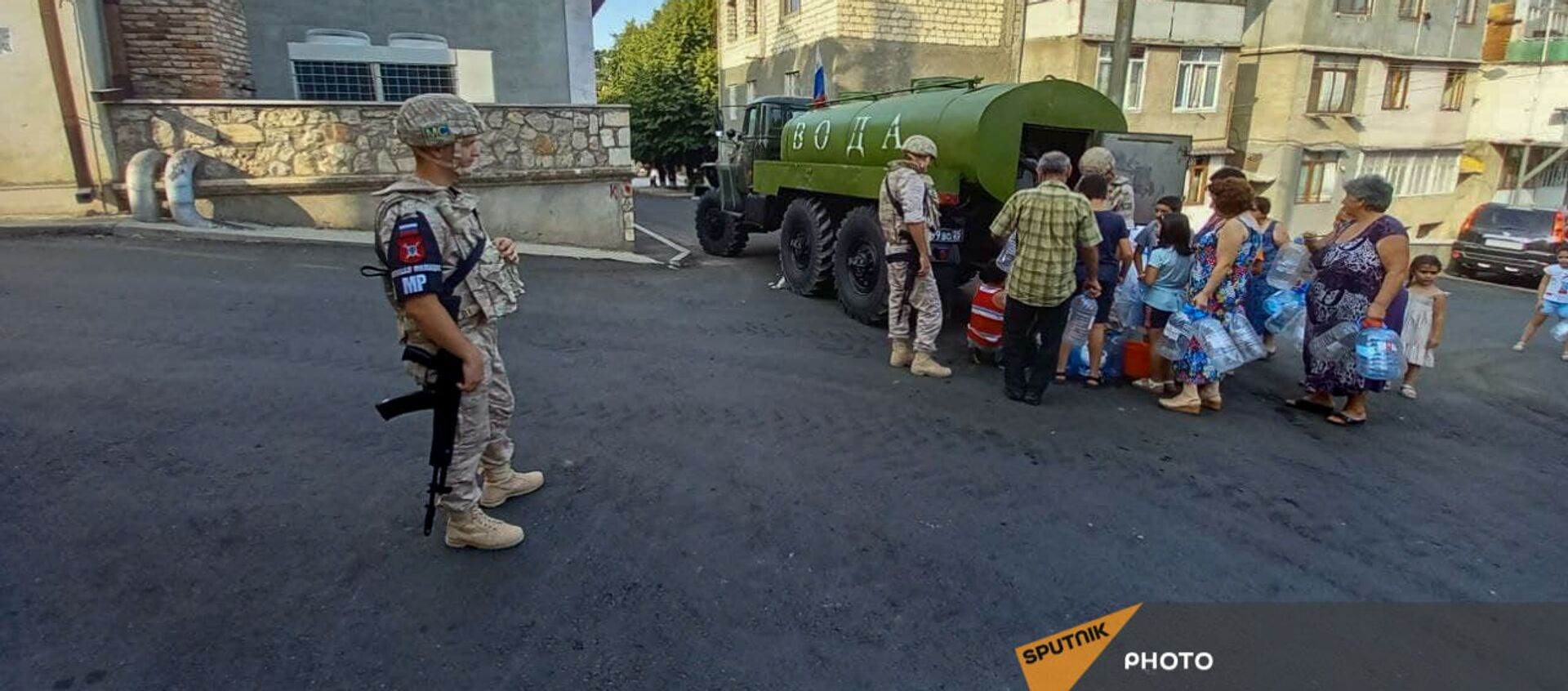 Российские миротворцы помогают жителям Карабаха с питьевой водой - Sputnik Արմենիա, 1920, 16.08.2021
