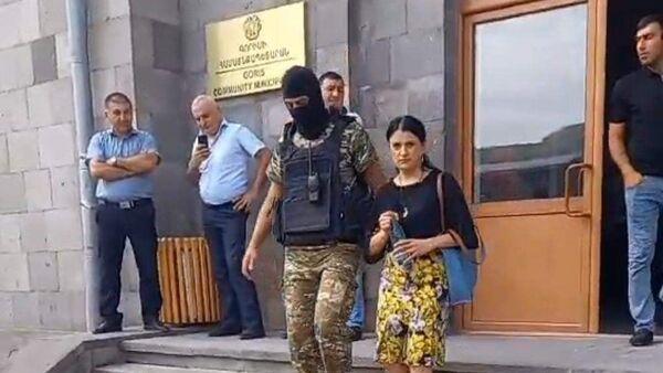 Сотрудники правоохранительных органов подвергли приводу заместителя главы Гориса Ирину Йолян (17 августа 2021). Горис - Sputnik Армения