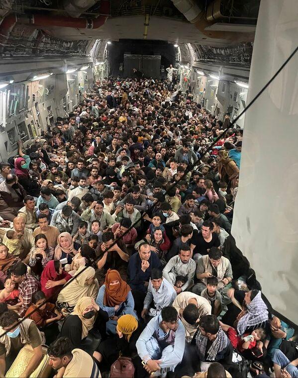 Կատար ուղևորվող ԱՄՆ ռազմաօդային ուժերի օդանավից տարհանված մարդիկ - Sputnik Արմենիա