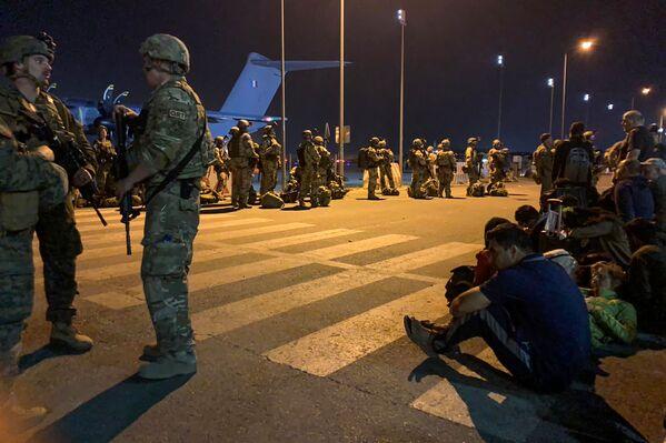 Ֆրանսիական բանակի զինվորները Քաբուլի օդանավակայանում - Sputnik Արմենիա