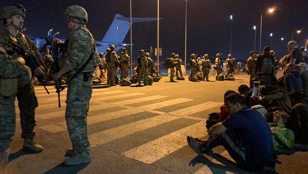 Солдаты французской армии в аэропорту Кабула  - Sputnik Армения