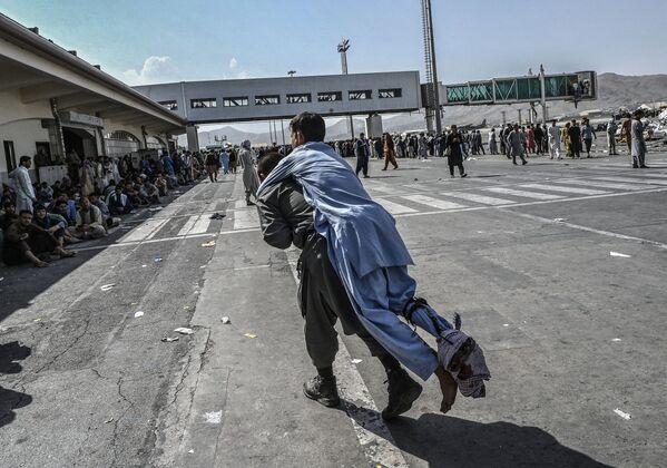 Քաբուլի օդանավակայանում վիրավորված աֆղանցին - Sputnik Արմենիա