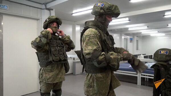 Российские миротворцы продолжают выполнять задачи по обеспечению безопасности на наблюдательных постах в Карабахе - Sputnik Армения