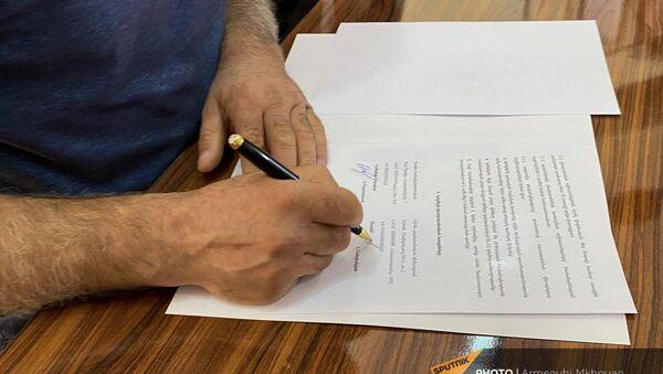 Подписание договора о решении жилищных проблем семей, проживающих в домиках (19 августа 2021). Гюмри - Sputnik Արմենիա