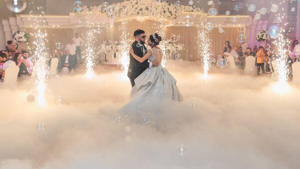 Вреж и Кристина во время свадебного танца - Sputnik Армения