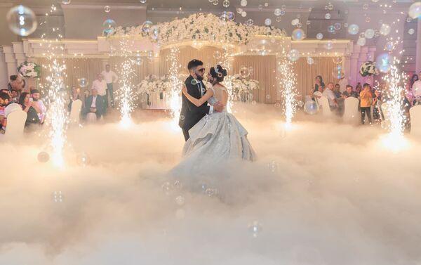 Вреж и Кристина во время свадебного танца - Sputnik Արմենիա