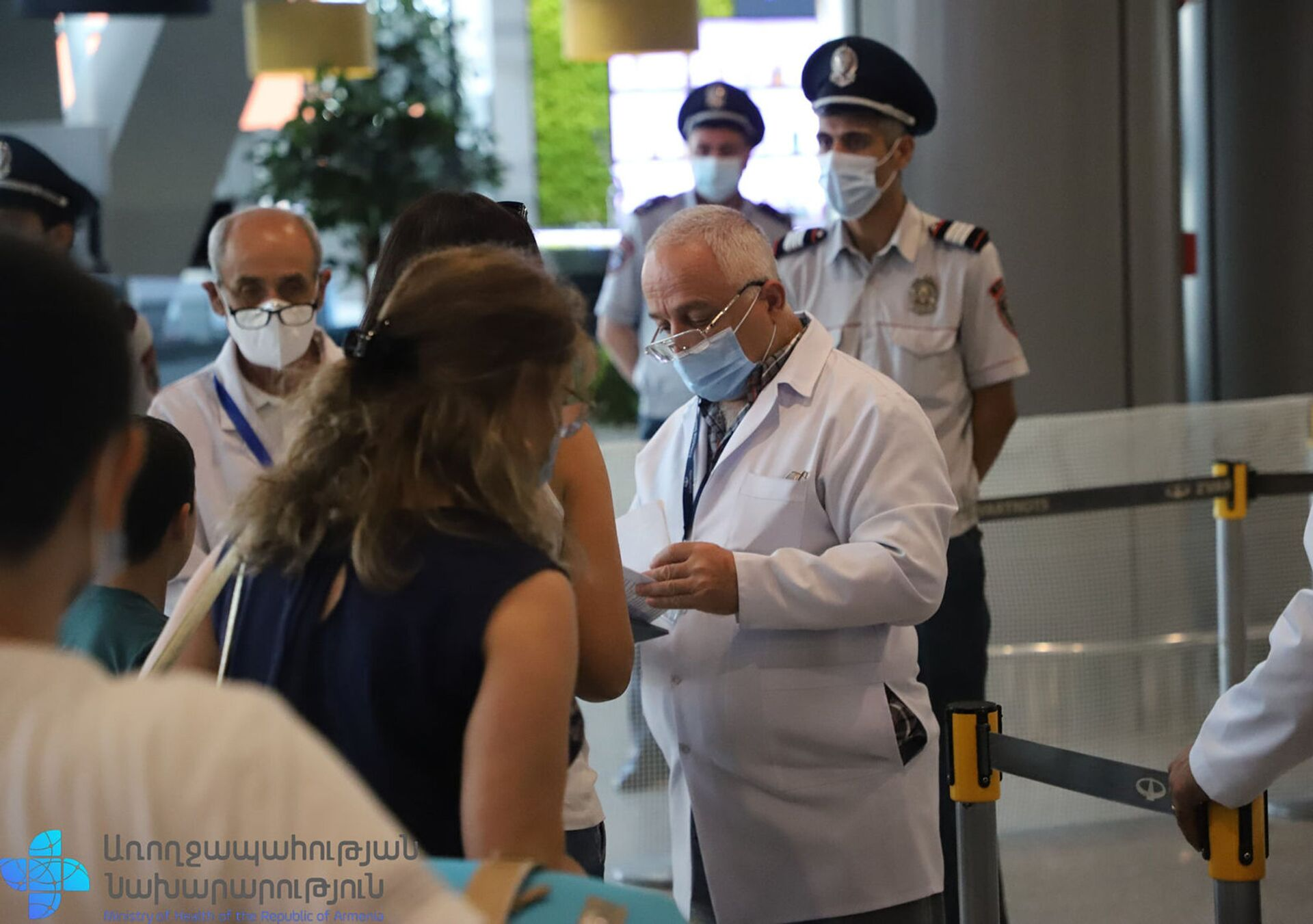 Замминистра здравоохранения Георгий Симонян посетил аэропорт Звартноц (19 августа 2021). Еревaн - Sputnik Արմենիա, 1920, 14.09.2021
