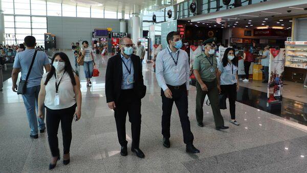 Замминистра здравоохранения Георгий Симонян посетил аэропорт Звартноц (19 августа 2021). Еревaн - Sputnik Արմենիա