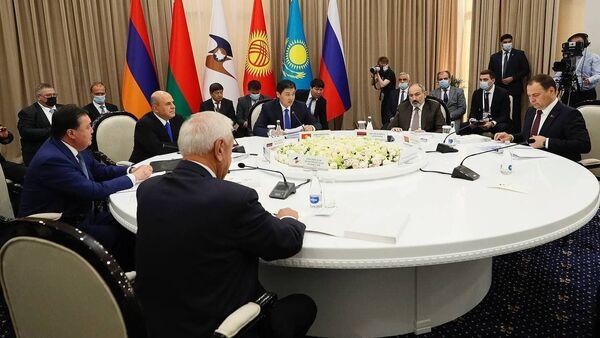 Премьер-министр Никол Пашинян на заседании Евразийского межправительственного совета в узком составе (19 августа 2021). Кыргызстан - Sputnik Արմենիա