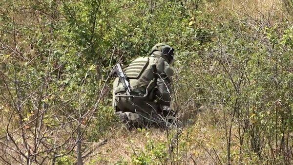 Саперы российского миротворческого контингента разминировали более 20 га территории села Колхозашен в Карабахе - Sputnik Արմենիա