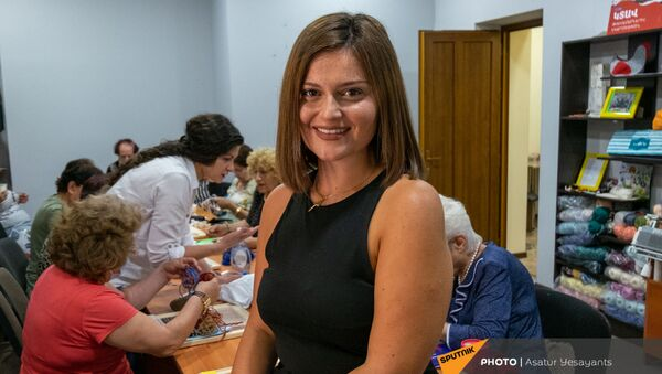 Переехавшая из Парижа в Ереван Ани Авакян в Центре обеспечения здоровья и ухода пожилых людей - Sputnik Արմենիա