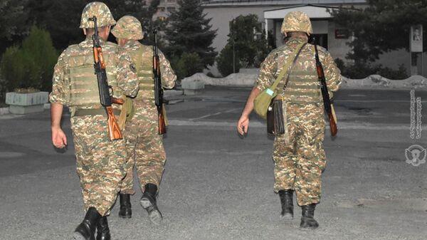 Армянские военнослужащие в воинской части во время учебной тревоги - Sputnik Արմենիա