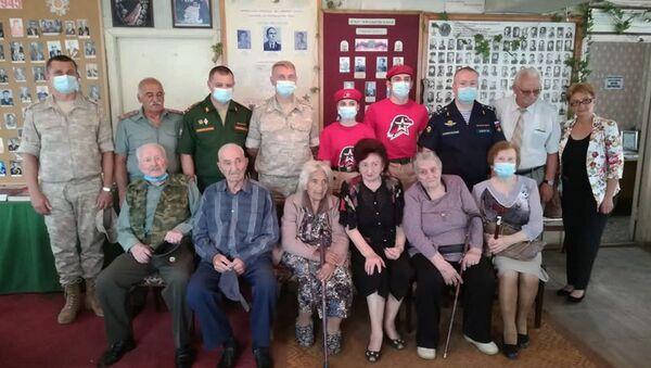 Представители аппарата атташе по вопросам обороны при Посольстве РФ в Армении на встрече с ветеранами ВОВ в Ванадзоре - Sputnik Արմենիա