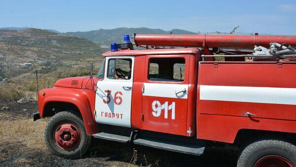 Пожарная машина МЧС в Карабахе - Sputnik Արմենիա