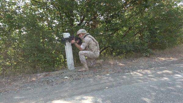 Российские миротворцы провели патрулирование линии разграничения сторон для контроля текущей обстановки в Нагорном Карабахе - Sputnik Армения