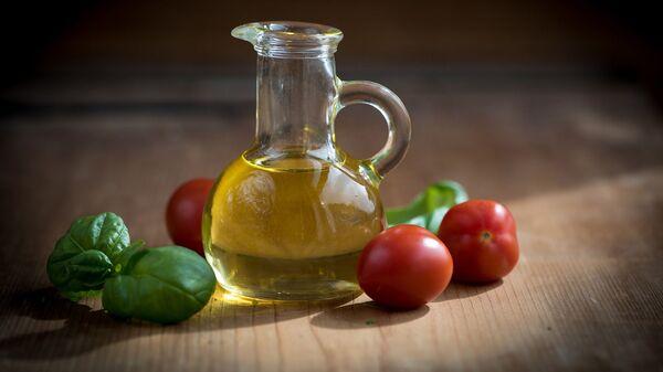 Оливковое масло в стеклянном кувшине - Sputnik Армения