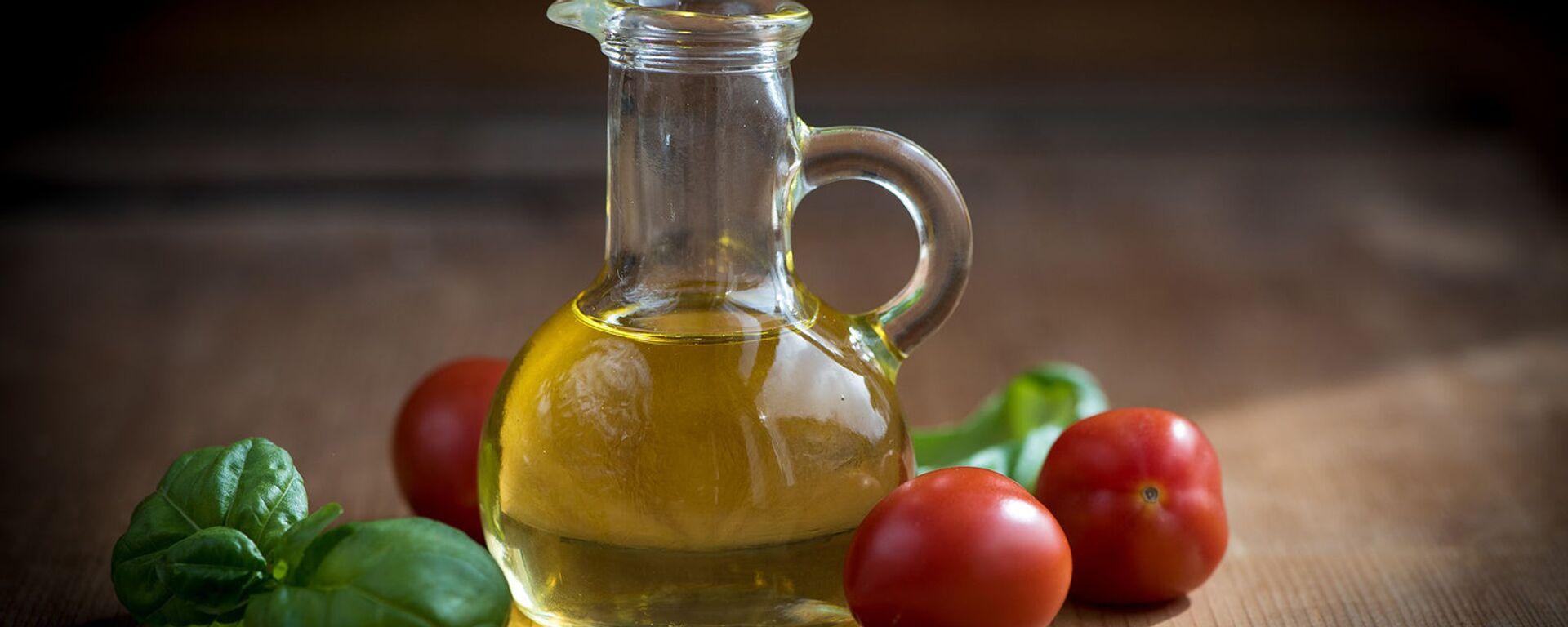 Оливковое масло в стеклянном кувшине - Sputnik Армения, 1920, 25.08.2021