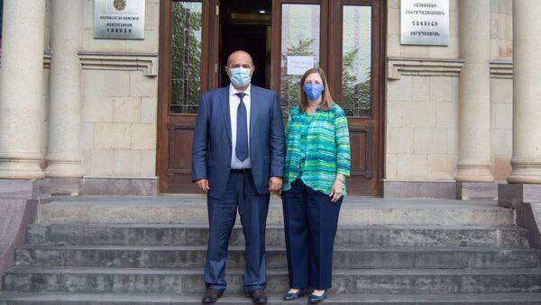 Губернатор Тавуша Айк Галумян на встрече с послом США в Армении Линн Трейси  - Sputnik Армения